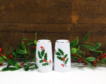 Vintage holiday salt & pepper shakers / Norcrest Christmas holly shakers