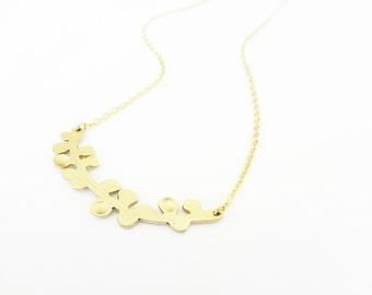 Gold Branch Necklace Sideways Tree Branch Pendant Modern Curved Cherry Blossom Branch Laurel Minimal Jewelry