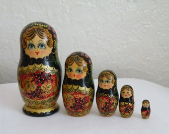 Russian Kostroma city berry nesting doll, matryoshka doll. Set of 5.