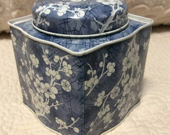 AUTUMN SALE Vintage Blue Dogwood Tin Container made by Daher in England 1960s