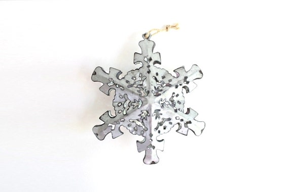 Metal snowflake ornaments silver christmas tin