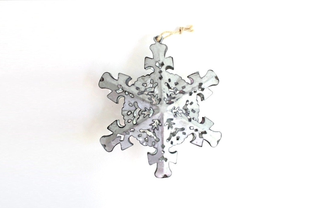 Metal snowflake ornaments silver christmas tin