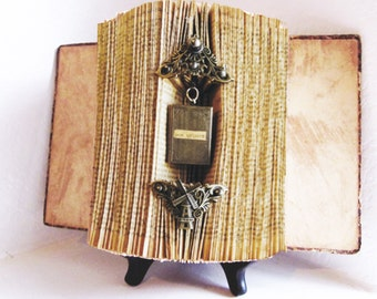 Altered Book Antique Spanish Novel Don Quijote reliquary (1909)