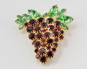 Vintage Goldtone Dark Purple Grape Cluster Peridot Green Sawtooth Prong Set Glass Rhinestone Gold Tone Fruit Food Pin Brooch