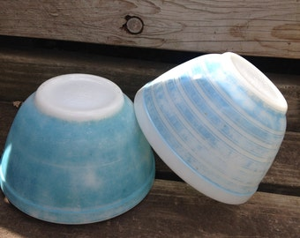 Vintage Turquoise & Sky Blue Pyrex Bowls Lot of 2 (1 and 1/2 Pint )