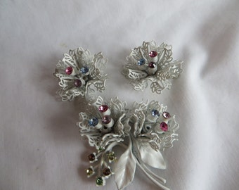 Vintage Christmas Pin and Matching Clip On Earrings
