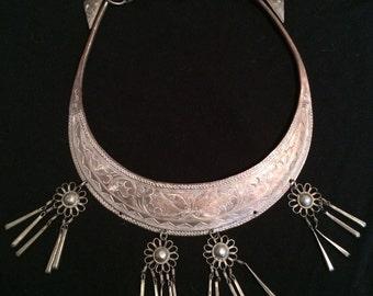 SALE Beautiful Vintage Engraved Bib Collar Necklace