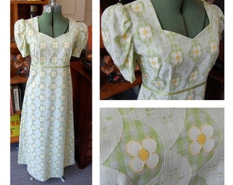 Small Vintage 1960s Maxi Dress - Pastel Green and White Daisy Print // Lace Overlay // Spring Summer // Sweetheart Neckline // Wedding Dress