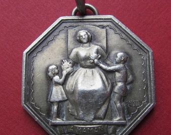 Vintage Paris Mint Silver Mothers Pendant French Medal Signed Renard SS540