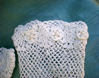 Lace gloves -  Ivory lace bridal gloves -- Pearl gloves