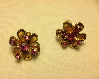 Beautiful vintage screw back earrings