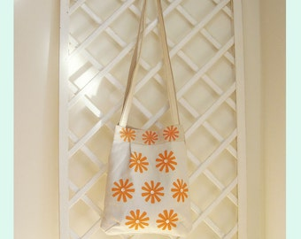 Cream Cotton Shoulder Bag With Printed Daisy Design