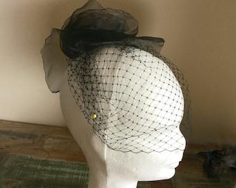 Ladies black birdcage veil/ black short veil/ bridal veil black/ vintage style veil / handmade birdcage veil black/ black flower veil