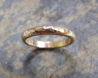 Textured gold band wedding ring - men's textured D shaped wedding band ring.