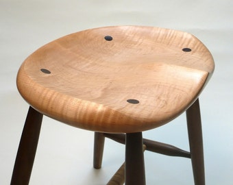 """GARNY Tiger Maple / Black Walnut Stool 18"""" -  Guitar Stool, for Computer or Kitchen Table - Hand Carved Tractor Seat"""
