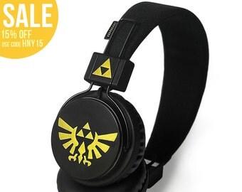 Zelda headphones earphones handpainted - Triforce Hylian seal - black gold