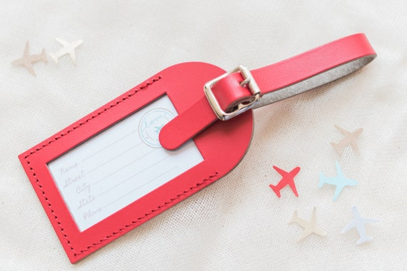 (A) THE LITTLE DETAILS This Red Fly Away with Me leather luggage tag includes our signature Love Travels insert. Each luggage tag is handmade! (B) INSTRUCTIONS