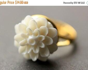 MOTHERS DAY SALE White Mum Flower Ring. White Chrysanthemum Ring. White Flower Ring. White Ring. Adjustable Ring. Handmade Flower Jewelry.