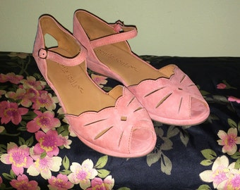 Softest Pink Suede Leather Rockabilly Shoes 40s 50s Style Anke Strap Scalloped Cut Out Low Wedge Heels Wedgies Vintage Look Gentle Souls 6.5