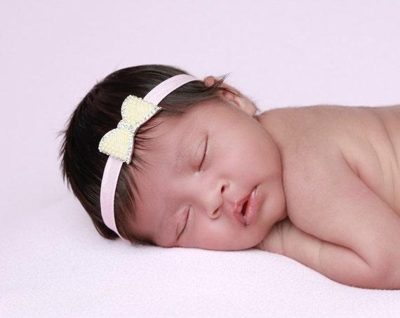 Pearl & Rhinestone Headband on Pink 3/8 inch soft stretch elastic, newborn photos, baby headband by Lil Miss Sweet Pea Boutique, foto bebe