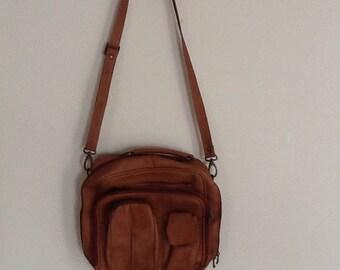 Tan leather vintage handbag messenger bag luggage carry on