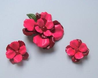 Enamel Red/Pin Brooch Pin w/Matching clip on Earrings Nice