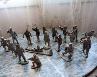 18 Antique French lead soldiers toy metal soldiers WW1 lead toy soldiers vintage toy soldiers, rare world war 1 military toy collection