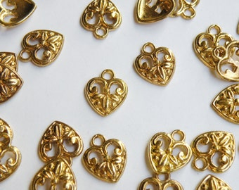 20 Gold heart charm with leaves 15x12mm 8654FX