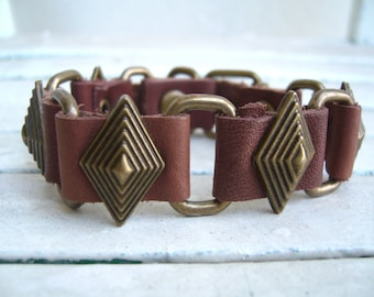 Leather bracelet tan / metal and leather bangle/historical and antique look bracelet