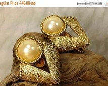 10% OFF Vintage Retro 80's Hallmark  MJ Ent Faux  Pearl with  Gold Tone Clip Earrings