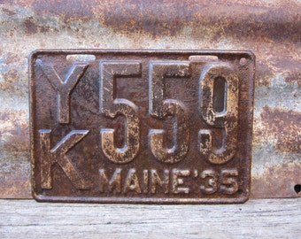 Antique Maine License Plate 1935 Aged Rusted Patina Rusty Number 559 Metal License Plate Tag Chippy Paint Garage Man Cave Rat Rod Car Truck