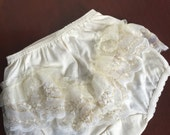 Ivory Bloomer, gold lace Bloomer, cover diaper baby girl, girl underware, baptism bloomer cover diaper, new born to toddle bloomers
