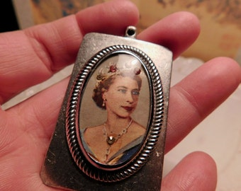 Vintage Pendant Queen Elizabeth Jeweled Crown +Necklace in 1950s Print Silver Metal