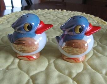 Vintage Bird Salt and Pepper Shakers Lustreware Made In Japan