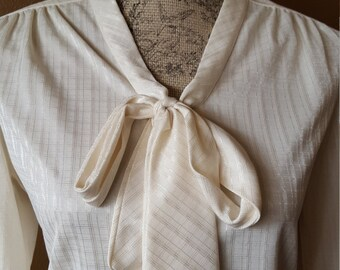 Vintage Ivory Blouse Tie Front Secretary Blouse 1970's Button Up Spring Blouse Medium