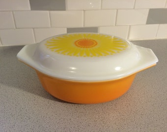 Vintage Pyrex Daisy #043 1.5qt. Oval Covered Casserole Dish with Lid