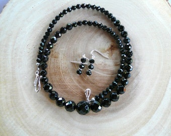 Shiny 24 Inch Faceted Black Onyx Graduated Bead Necklace with Earrings