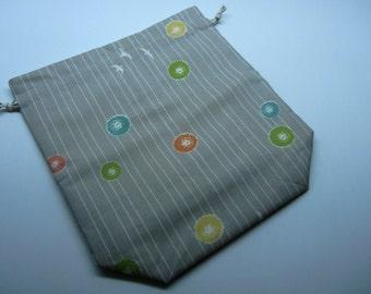 Birds & Dandelion Puffs in the Wind Medium Drawstring Bag