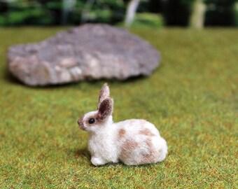 """OOAK Miniature Bunny """"Creme"""" 1:12 Scale"""