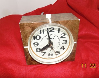 Vintage Timex electric bedside alarm clock Faux wood grain Model 7417-4 Lighted dial