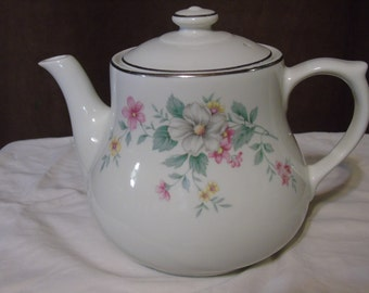 VIntage Hall's superior ovenware Springtime,coffee pot hold 16 cups.USA