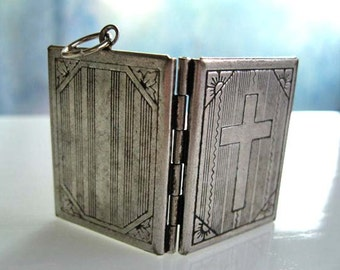 Bible Prayer Book Locket, Embossed Silver Photo Keepsake Vintage Pendant, Mourning Memory, Cross Image, Christian Religious Locket