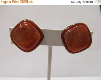 On Sale Retro Brown and Amber Colored Plastic Square Earrings Item K # 1085