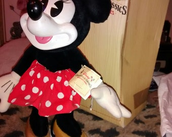 Minnie Mouse Wood Sculpt Series With Box..Disney Large Minnie
