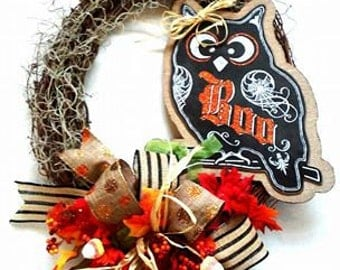 ONE AVAILABLE!!! Halloween Wreath - Fall wreath - Mesh Wreath - Seasonal Wreath - Door Hanging - Wall Hanging - Seasonal Decoration