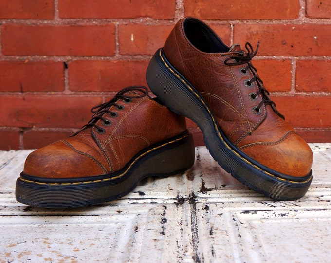 Dr Martens Cap Toe Oxfords Vintage Hiking Shoes Light Brown Full Grain Leather Chunky AirWair Sole DMs UK 7 Gold Stitch 5 Eye Docs England