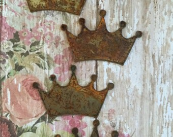 The Shabby Chic Princess Rusted Large Metal Crowns 4 Count Queen Crowns Rusty Objects Femine Symbols Crowns