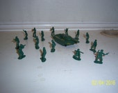 "1980's Hong Kong Lot of 15 Oive Green Toy Figural Army Men  Tank 1/2"" Tall"