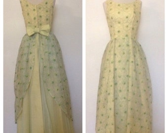ON SALE 1960s Vintage Women's Stitched Daisy Ball Gown Size Small