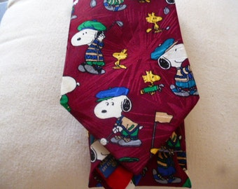 Vintage Peanuts Tie, Snoopy playing Golf. Mens Neck Wear.